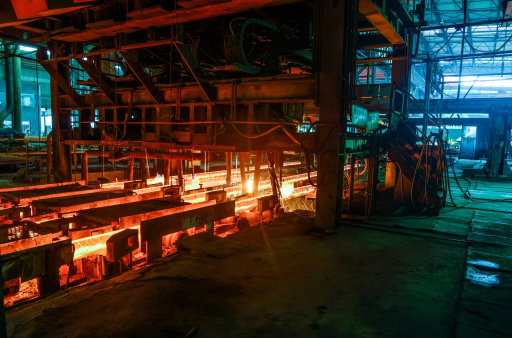 Casting hot ingot for iron and steel works